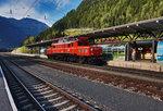 1020 018-6 unterwegs beim Stürzen, im Bahnhof Mallnitz-Obervellach. Etwas später ging es für sie dann mit dem SR 17077 nach Spittal-Millstättersee, wieder talwärts. Aufgenommen am 28.8.2016.