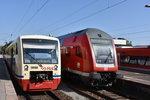 RADOLFZELL am Bodensee, 14.09.2016, Wagen 252 der HzL nach Stockach im Bahnhof Radolfzell; daneben der von Karlsruhe Hbf gestartete RE