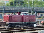 BR 212 052-5 (V100.20)in bester DB-roter Lackierung der EfW rangiert am 08.
