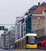 Kleiner Bergsteiger - auf dem Weg zum Berliner Hauptbahnhof muss die Straßenbahnlinie M10 geringfügige Höhenunterschiede meistern.