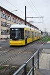 BERLIN, 25.11.2015, Straßenbahnlinie M4 nach S-Bahnhof Hackescher Markt bei der Einfahrt in die Haltestelle Buschallee