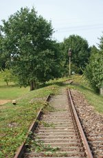 Die ehemalige  Niederlausitzer Eisenbahn  Falkenberg–Luckau–Lübben–Beeskow, Ausfahrt aus dem Bahnhof Uckro Süd (im Hintergrund das Einfahrsignal) in Richtung Luckau, aufgenommen am