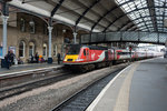 Einfahrt eines Virgin Intercity's in Newcastle upon Tyne am 09.04.2016.
