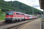 1142 596 mit Regionalzug in Kindberg am 17.06.2016.