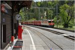 RE1241 mit Ge 4/4 II 622  Arosa  in Trin.