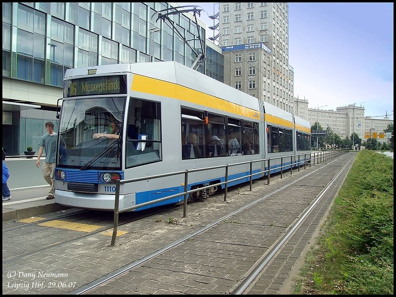 tram 1110 im lvb design in leipzig am augustusplatz n he gewandhaus. Black Bedroom Furniture Sets. Home Design Ideas