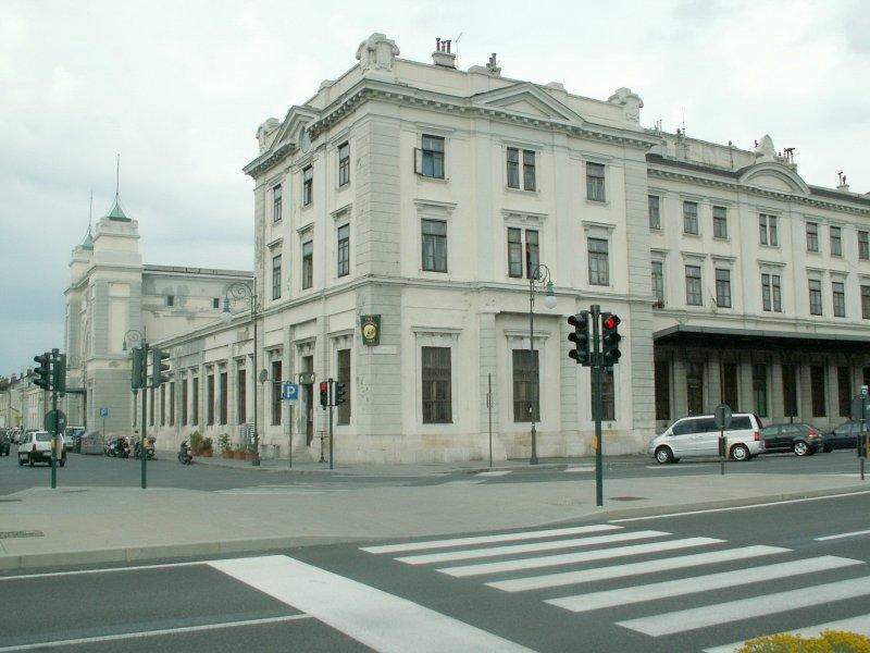 Der ehem.k.k.StB.Bahnhof(1906)in Trieste,Campo Marzio(früher S.Andrea)Einst Endpunkt der Wocheinerbahn(Transalpina)Seit 1984 befindet