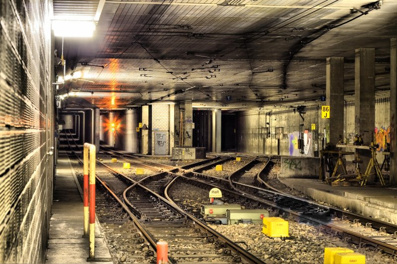tunnelausfahrt aus dem bahnhof ludwigshafen hauptbahnhof legal fotografiert. Black Bedroom Furniture Sets. Home Design Ideas