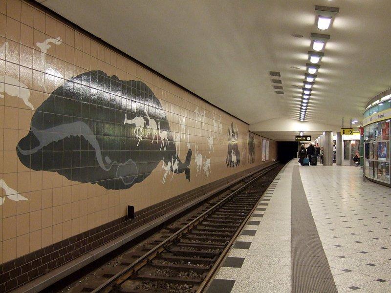 Bahnhof Zoologischer Garten: Kreuzungspunkt mit der U2. Wichtiger ...