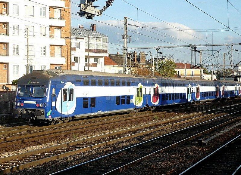 V2bn doppelstockzug der transilien sncf als rer linie j mantes la jolie par - Transilien prochain train ...