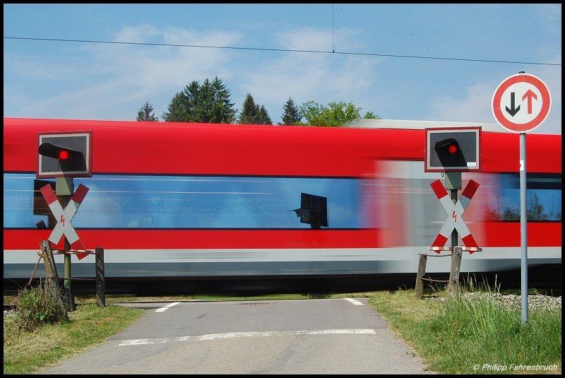 zwei 650er passieren zur mittagszeit des als re 22531 von crailsheim nach ulm hbf einen. Black Bedroom Furniture Sets. Home Design Ideas